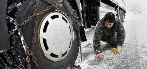I centimetar snijega na cesti teretnim vozilima može biti problem