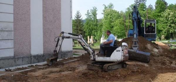 Uređenje okoliša crkve u grubim radovima - punom parom