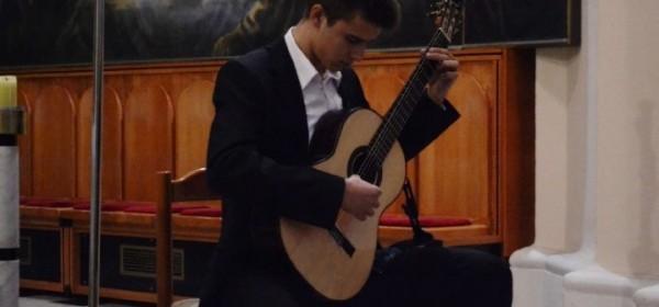Na Petrovu koncert na gitari Ivana Šimatovića