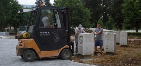 Počelo postavljanje skulptura u Gačanski park hrvatske memorije