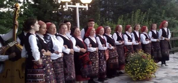 Kud Lipa iz Sinca sutra u Kozjačkoj dragi NP Plitvička jezera