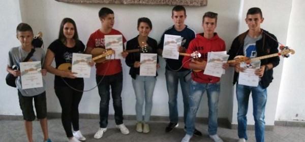 Mladi Kuterevci (na)učili svirati dangubicu