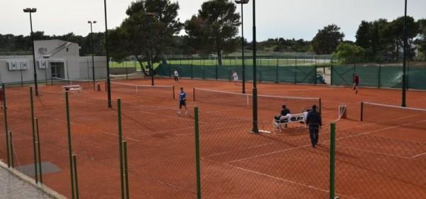 Zajedničkom akcijom ostvaren san o tenis terenima u Novalji