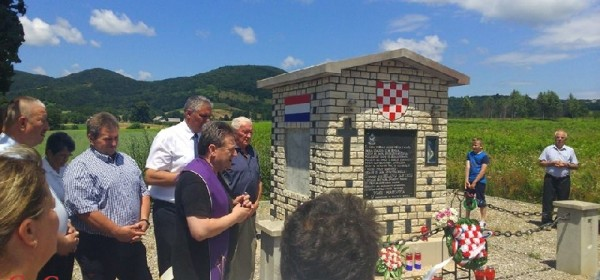 Položeni vijenci kod spomenika partizanskog nekažnjenog zločina na Obadinama