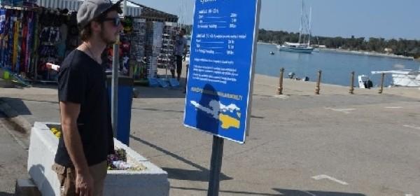 Novalja postavila table s tarifama taksi usluga