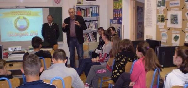 O Domovinskom ratu učenici u Brinju slušali od ratnih zapovjednika i časnika