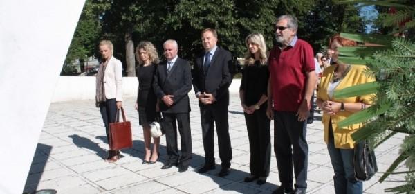 Vijenac i svijeće GO HDZ Otočac u povodu Dana državnosti