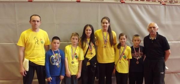 Novih 6 medalja za članove taekwondo kluba Gacka