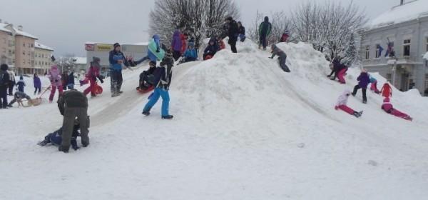 Snjegovići zauzeli glavni gospićki trg