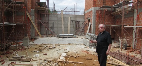 Napreduje gradnja crkve sv. Ivana Pavla II. u Donjem Lapcu