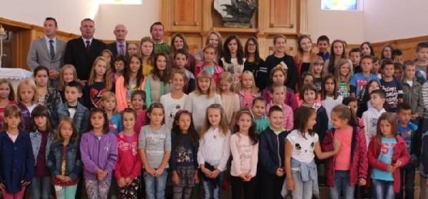 Župnan Kolić na misi za početak škole u Korenici