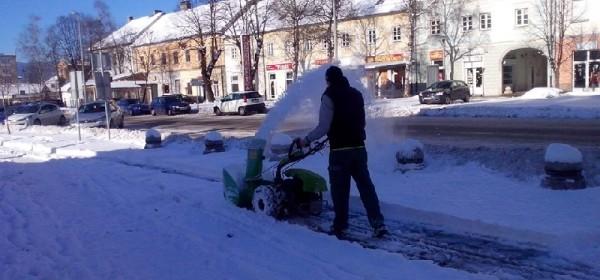 Za čišćenje snijega s pločnika odgovorni suvlasnici zgrada