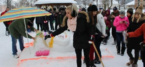 Foto šetnja festivalom gackih snjegovića