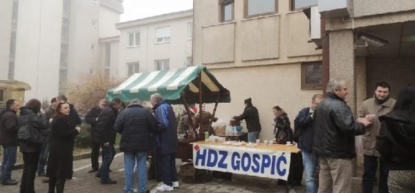 Sutra tradicionalno druženje HDZ-a s građanima u Gospiću