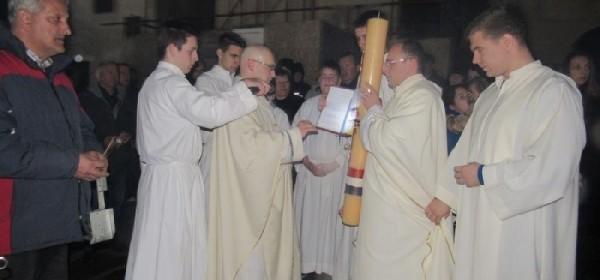 Velika subota -Vazmeno bdijenje u Senjskoj katedrali Uznesenja BDM