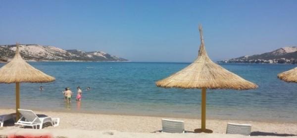 Na plaži krađa mobitela i pokušaj ubojstva