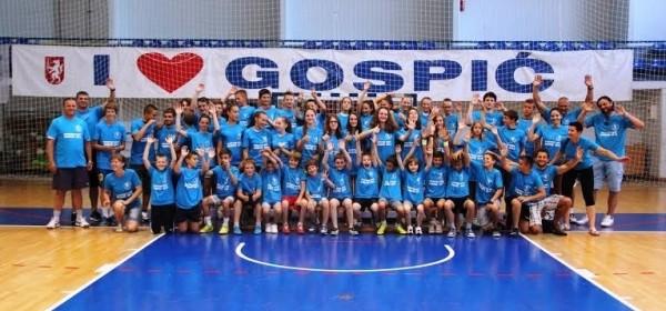 I otočke košarkašice na univerzalnom sportskom kampu u Gospiću