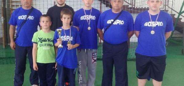 Mladi hrvači s medaljama se vratili kući