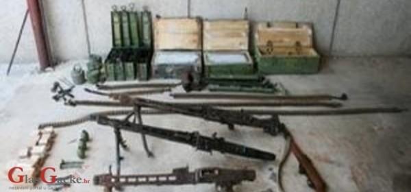 Dragovoljno predo dva puškomitraljeza, strojnicu i dvije puške