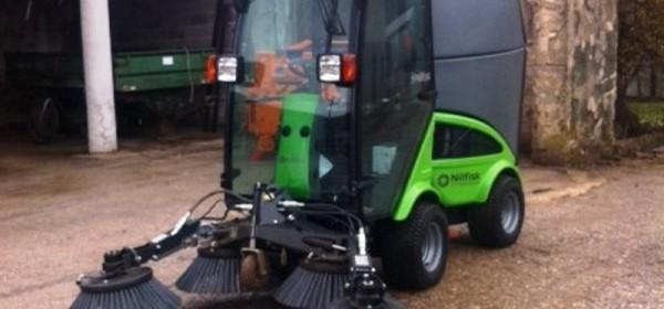 U Korenicu stiglo suvremeno multifunkcionalno vozilo za održavanje vanjskih površina