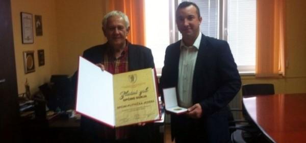 Općina Gunja dodjelila Općini Plitvička jezera zlatnu plaketu za pomoć prilikom poplava