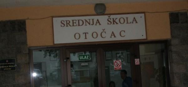 Počeo štrajk prosvjetara, nema nastave u školama u Otočcu