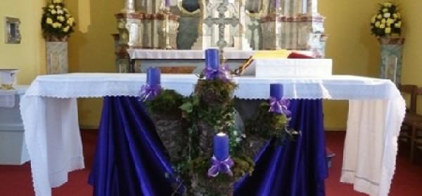 Paljenje adventske svijeće u Kompolju