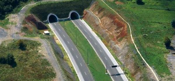 Četiri dana radovi u tunelima Brinje i Grič