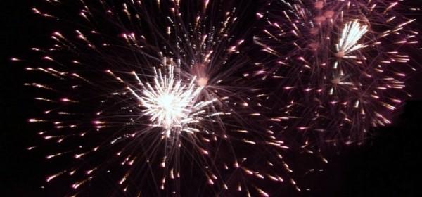 Otočani veselo, uz vatromet, ušli u 2016. godinu