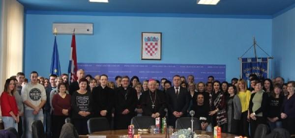 Biskup mons.dr.Mile Bogović u kanonskoj vizitaciji župe Gospić