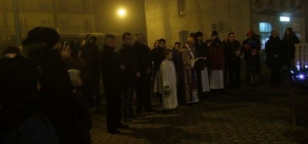 Upaljena prva adventska svijeća u Otočcu