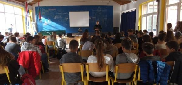 Policijska postaja Senj predavanjima obilježila Mjesec borbe protiv ovisnosti