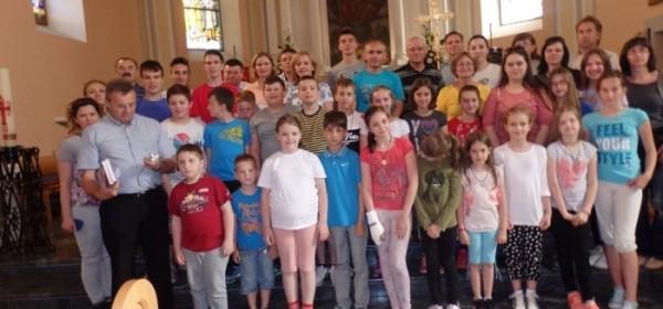 Hodočasnici iz Varaždinskih Toplica u župnoj crkvi u Otočcu