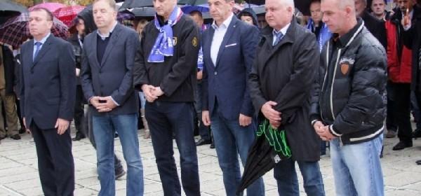 Karamarko se poklonio žrtvama Domovinskog rata u Otočcu