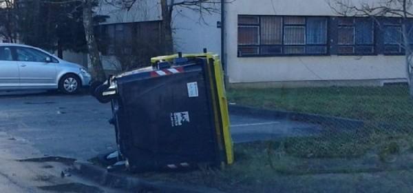 Noćas olujno jugo bacalo kontejnere od smeća po ulicama