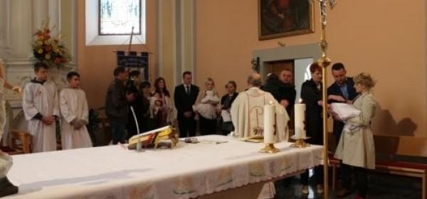 Jučer na Bijelu nedjelju tri krštenja u župi Otočac