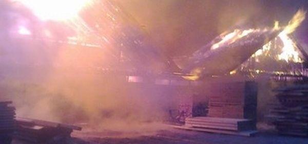Izgorio bivši pogon pilane u Dabru