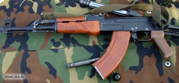 Gospićanin dragovoljno predao automatsku pušku i 110 komada streljiva