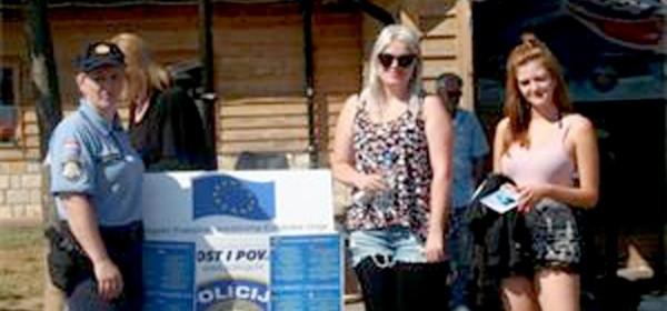 Policija turistima dijelila letke o samozaštiti