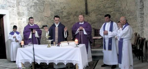 Dok su jedni nad žrtvama slavili, drugi su molili