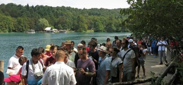 Na Plitvičkima jezerima po posjetiteljima još uvijek - ljeto