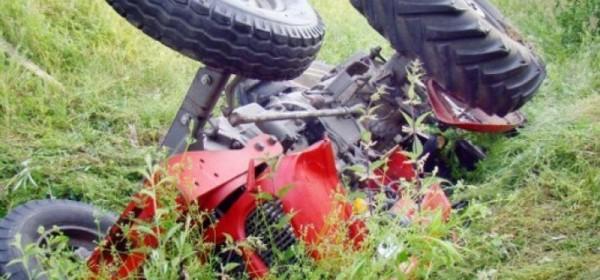Stradao pod prevrnutim traktorom