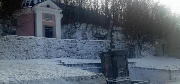 Snijeg zabijelio i Senjsku Dragu