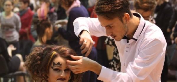 Revija frizura pravi hit Božićnog sajma