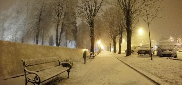 Gusti snijeg pada i u Gackoj