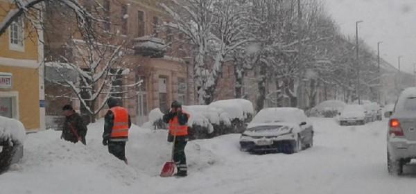 Otočac se probudio sa 30 cm novog snijega