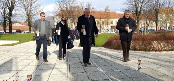 Zapaljene svijeće za Vukovar