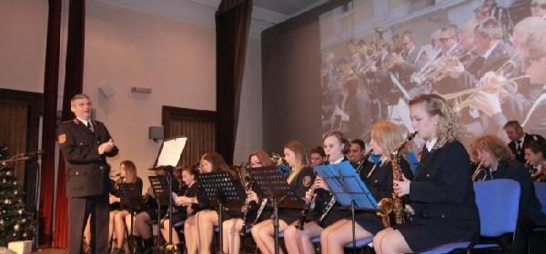 Božićno-novogodišnji koncert puhačkog orkestra DVD-a Otočac