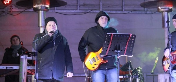 Na Trgu dočekana Nova godina uz Allegro band u izvrsnom raspoloženju