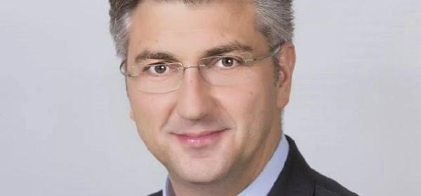 Predsjednik Vlade Plenković u posjetu Ličko-senjskoj i Zadarskoj županiji